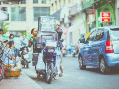 Taxi moto : Les chauffeurs de mototaxi de Bangkok se battent pour réussir