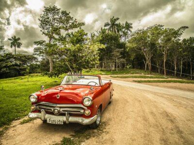 Voiture americaine ancienne : Les Cubains les font rouler