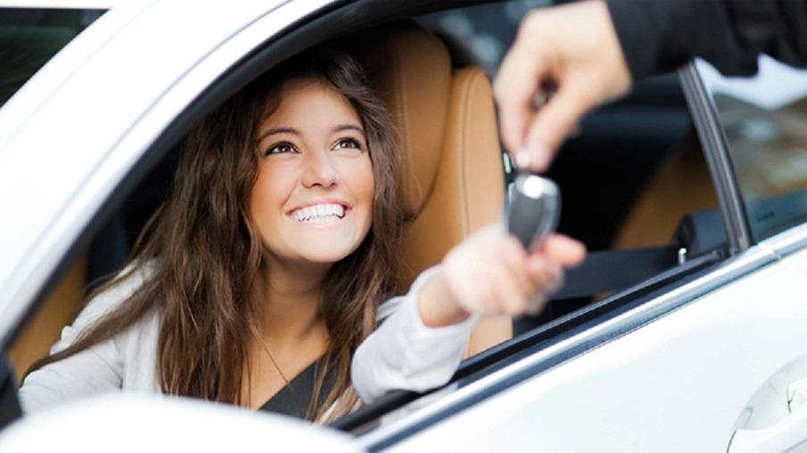 sourire nouveau voiture