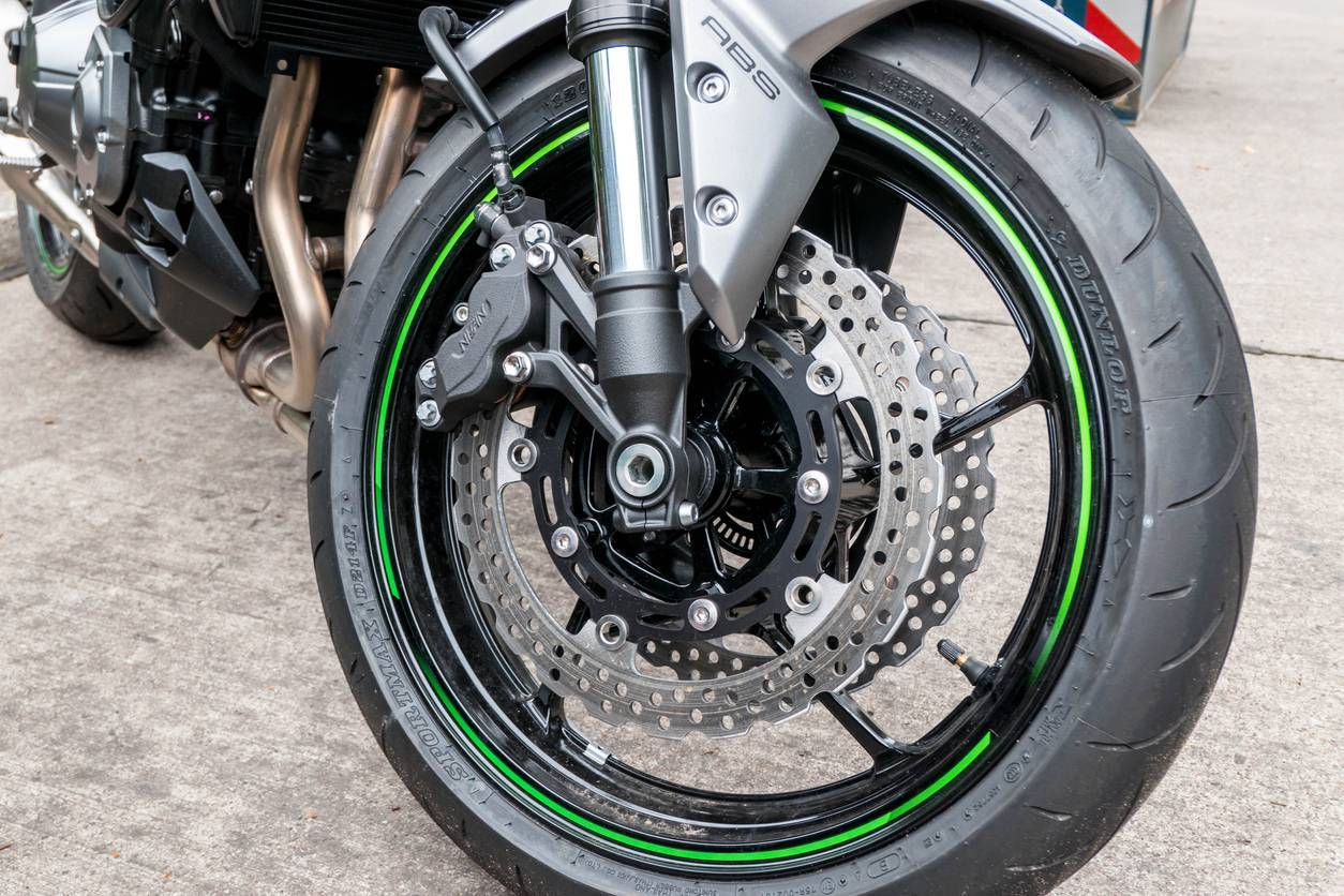 moto entretien plaquette frein