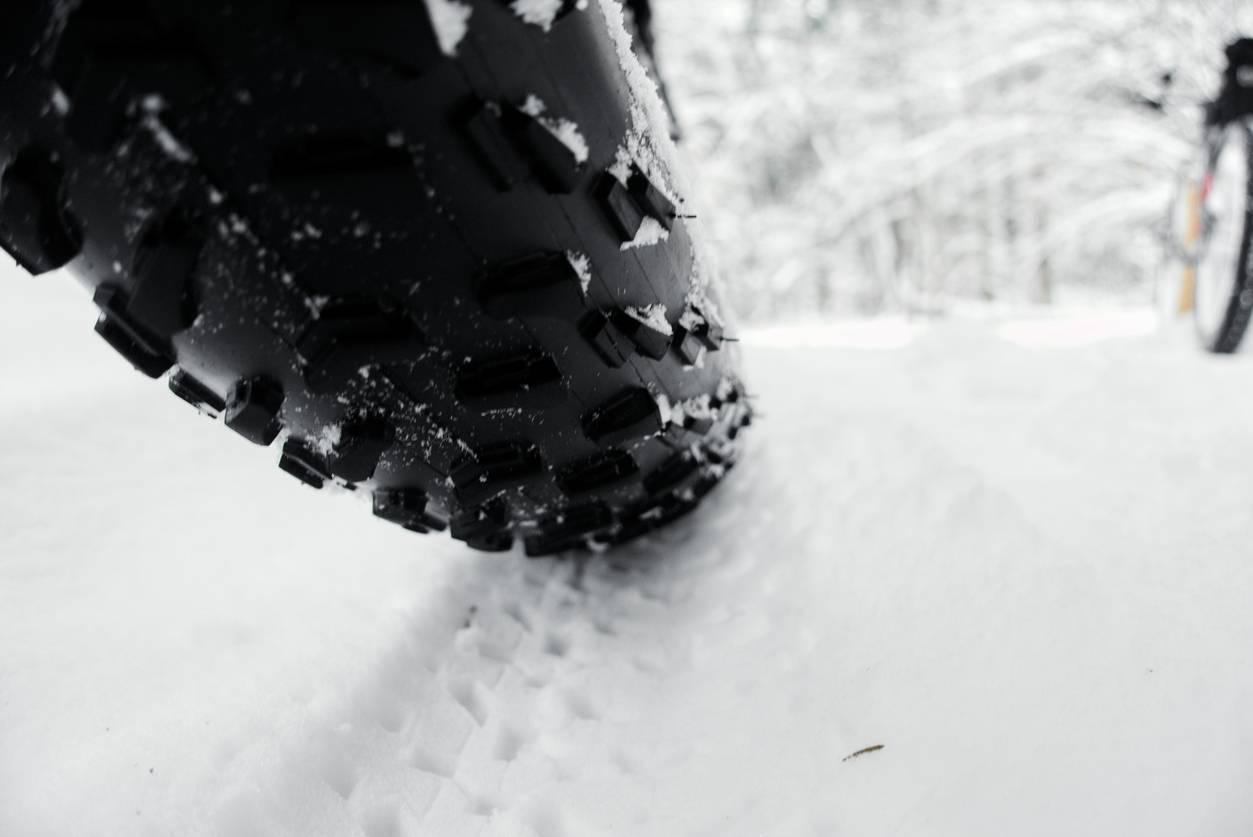 pneu moto hiver